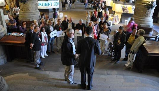 Weihnachtsgeld Aktion im Rathaus_Foto Tina Fritsche