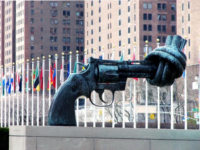 Foto: (c) Antikrieg by Rainer Sturm / www.pixelio.de