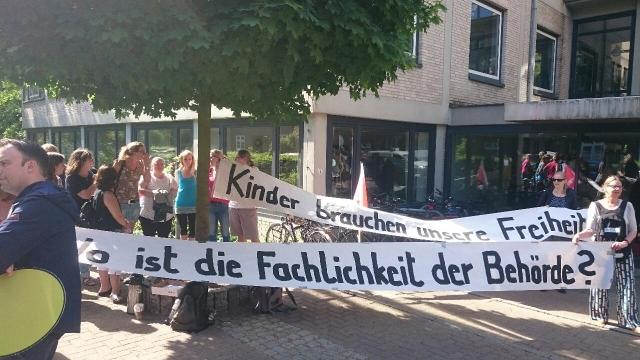 Foto: Aktion am 22.5 vor dem LI / GEW Hamburg