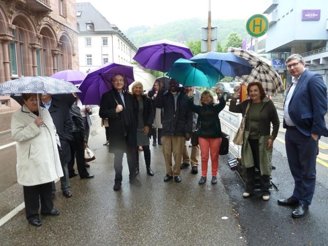 Foto: Manfred Brinkmann, Internationale Gäste trotzen dem Regen in Freiburg