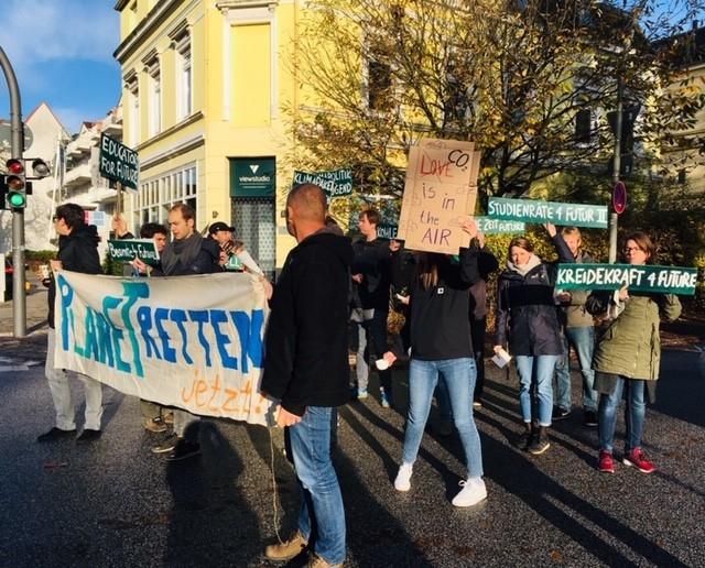 Kundgebung der Educators for Future vor der Stadtteilschule Bahrenfeld
