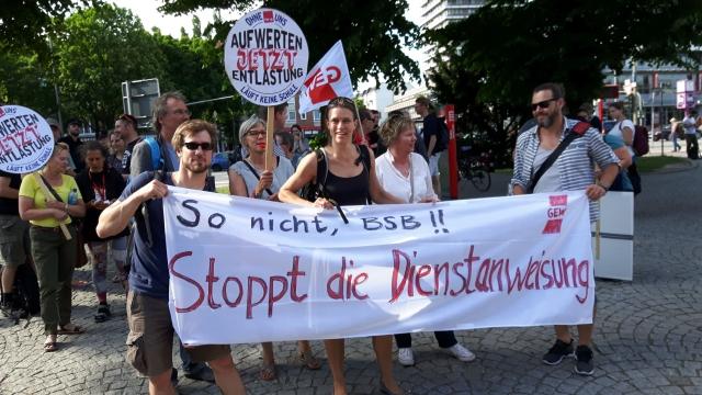 Foto: Aktion am 24.5 in Mundsburg bei der Schulbehörde / GEW Hamburg