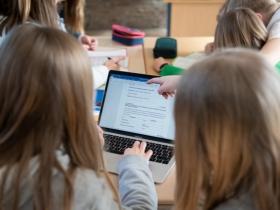 Foto: In einem Hamburger Pilotprojekt sollen Schülerinnen und Schüler ihre Lehrkräfte bewerten können (dpa / Daniel Reinhardt)