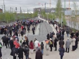 Bild: Gerhard Wöbbeking, große Resonanz bei der Einweihung des Gedenkorts Hannoverscher Bahnhof