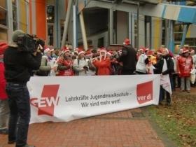 Foto: Jugendmusikschule Warnstreik 5.12.13 by Birgit Rettmer