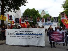 Foto: www.aufklaerung-tatort-schuetzenstrasse.org/2018/07/14/pressemitteilung-1-200-menschen-fordern-in-hamburg-kein-schlussstrich-im-nsu-komplex/